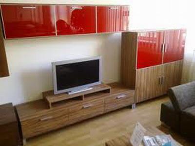 TV garnitura sa zatvorenim policama