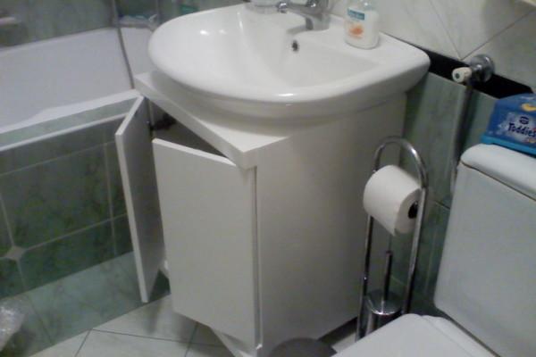 Kupatilski ormarić,ugradjen oko postojećeg lavaboa