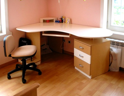 Radni sto za sobu