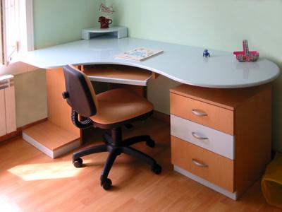 Ugaoni radni sto