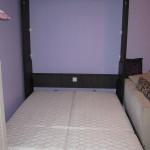 Zidni krevet u dve boje
